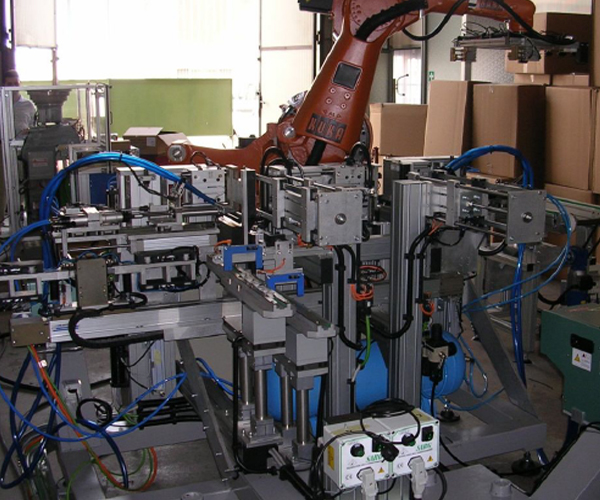 Assembling line with KUKA Robot